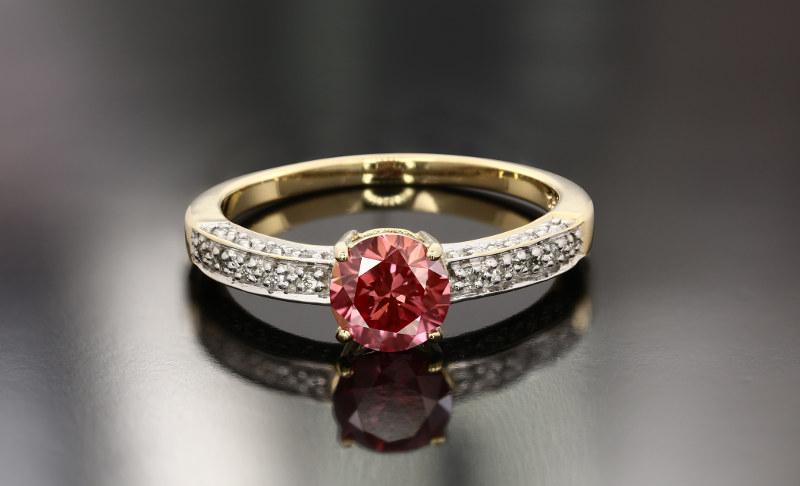 Bijoux en diamant rose au meilleur prix sur la bijouterie en ligne