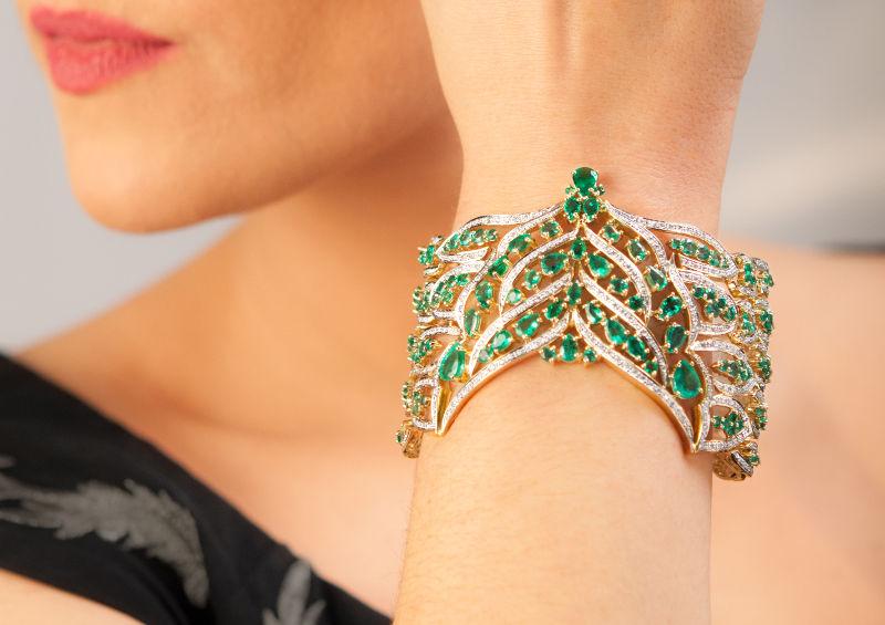 Bracelet en pierres précieuses